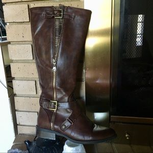 Leather and plaid brown boots by GUESS size 7.5